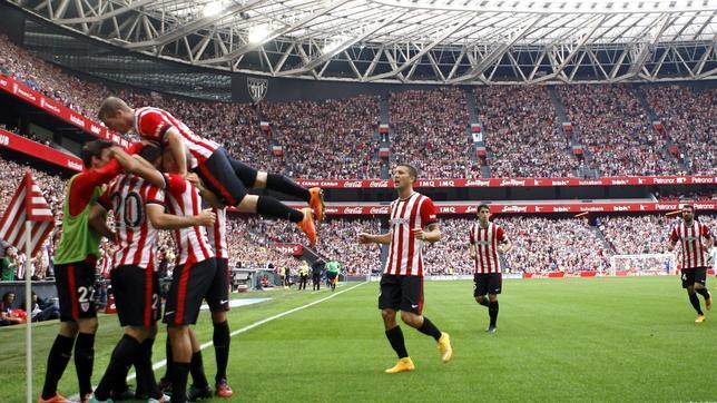 Los «leones» celebran un gol al Sevilla en San Mamés