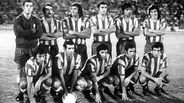 Histórica alineación del Atlético en 1973: Reina, Capón, Ovejero, Quique, Benegas, Becerra, Ufarte, Luis Aragonés, Gárate, Bermejo e Irureta