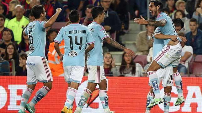 Larrivey celebra un gol al Barça en el Camp Nou