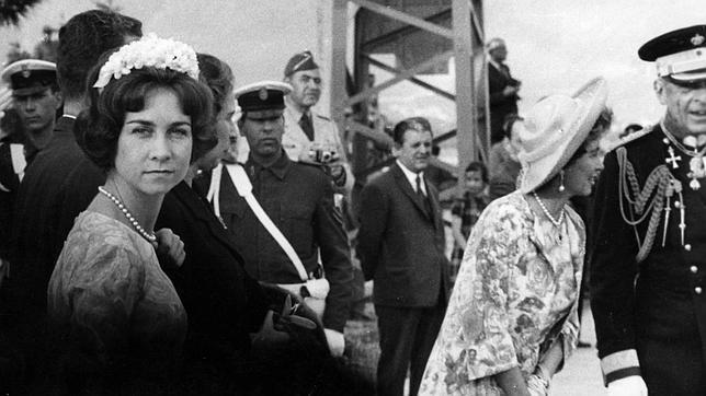 El día que Doña Sofía renunció a sus derechos dinásticos