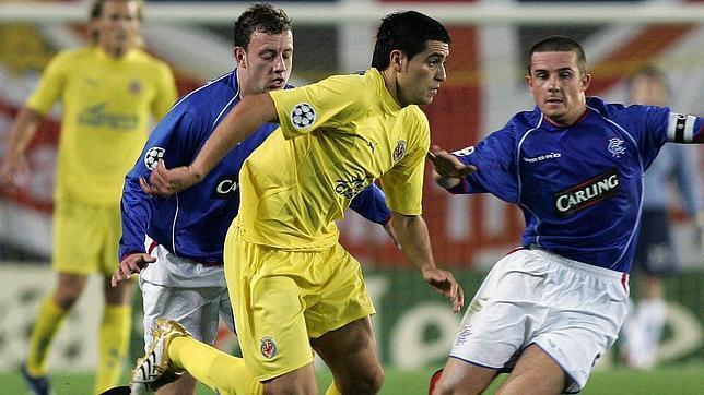 Juan Román Riquelme, uno de los grandes jugadores de la historia del Villarreal, en un partido de Champions frente al Glasgow Rangers en El Madrigal en 2006