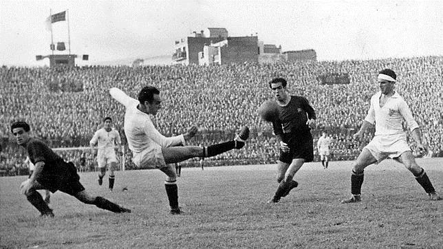 Un Sevilla-Barcelona de la temporada 1945-46, cuando los nervionenses ganaron la Liga