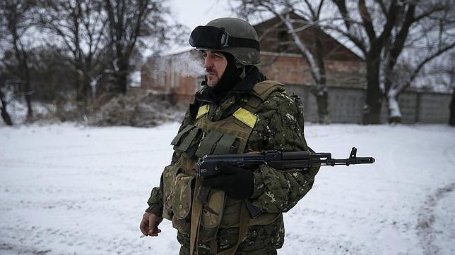 Un soldado ucraniano, en las cercanías de Debaltsevo