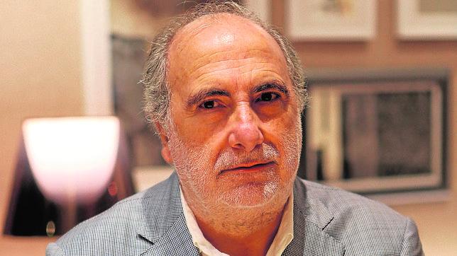 El catedrático y autor de «Volviendo a la normalidad», Marino Pérez, durante la entrevista