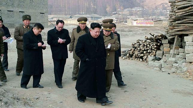 Kim Jong-un supervisa una zona de ejercicios militares el pasado martes