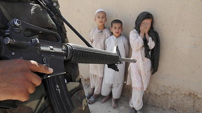 Estos son los 7 países del mundo que reclutan a niñas soldado