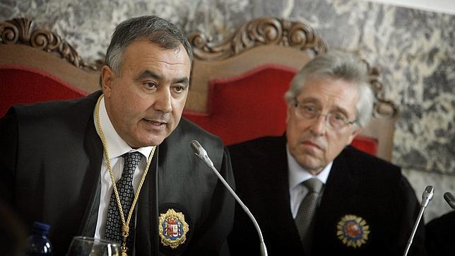 En primer término, el fiscal superior de Galicia, Carlos Varela