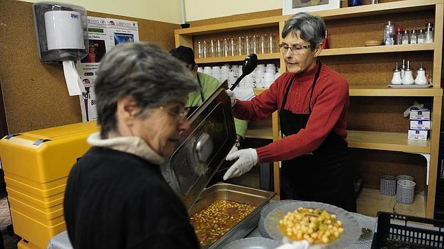 El comedor El Caliu, de Horta, atiende a vecinos del barrio - ABC.es