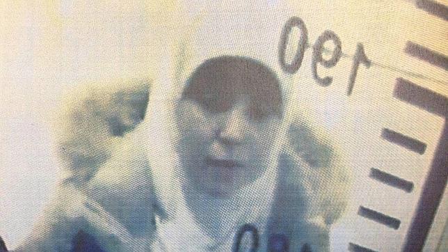 Imagen de Hayat Boumeddiene en el control de pasaportes del aeropuerto Sabiha Gokcen en Estambul (Turquía)