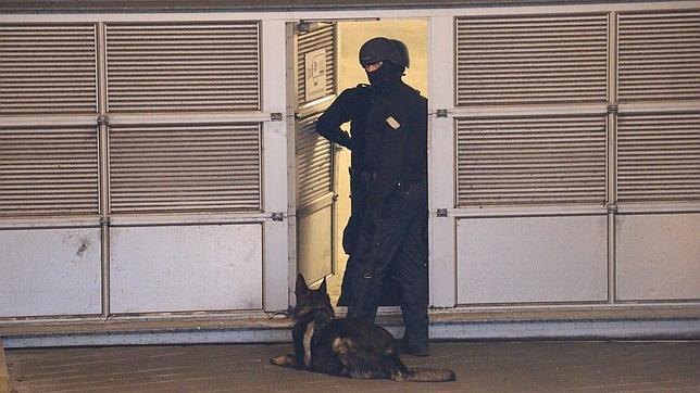 Efectivos policiales en las inmediaciones
