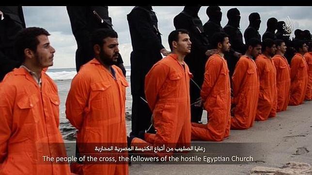 El Estado Islámico difunde un vídeo de la decapitación de varios egipcios cristianos
