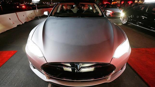 En la imagen un Tesla Model S, coche eléctrico de gama alta