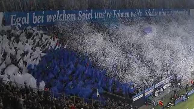 El recibimiento de la afición del Schalke a los equipos ha resultado espectacular