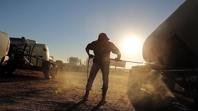 Un operario de una empresa de fracking de Texas, en Estados Unidos