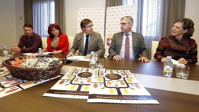 Emilio Orejas, Victorina Alonso y Juan Carlos Fernández, presentan el Salón Internacional del Chocolate