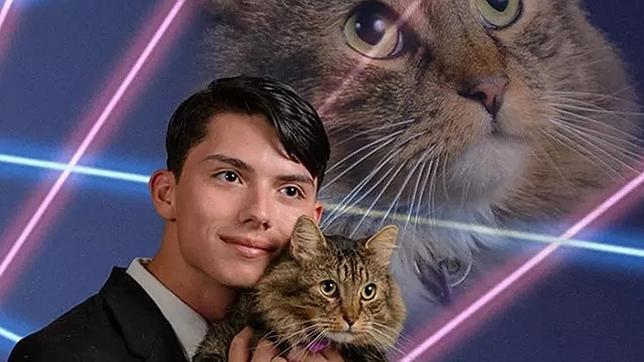Final trágico para el chico de la foto del gato y los rayos láser