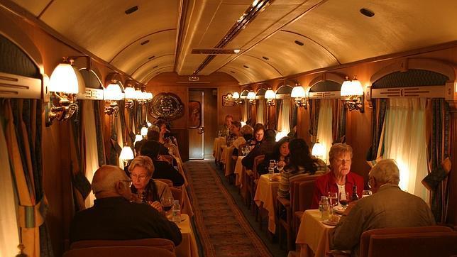 Aparte del Transcantábrico, Renfe opera otros «trenes turísticos» como el Al-Ándalus o el Expreso de la Robla