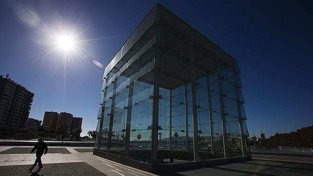 Imagen del cubo de cristal en el Muelle 1 del puerto de Málaga
