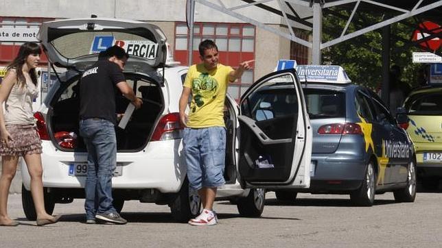 Consejos para ahorrar al sacarse el carnet de conducir en - Jefatura provincial de trafico madrid ...