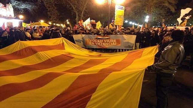 Imagen de una enseña independentista en una manifestación convocada por Castelló per la Llengua