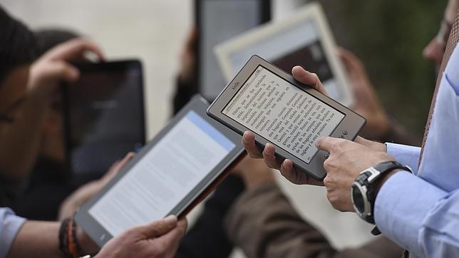 Uno de cada tres lectores españoles opta, actualmente, por leer libros electrónicos