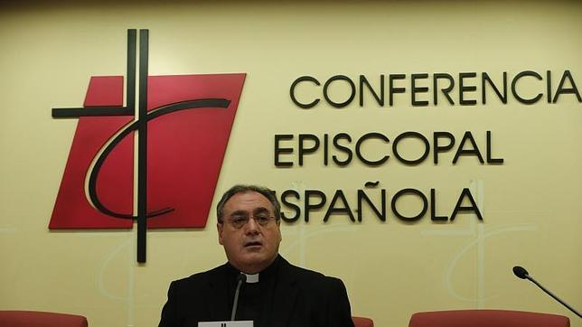 El secretario general y portavoz de la Conferencia Episcopal, el sacerdote José María Gil Tamayo