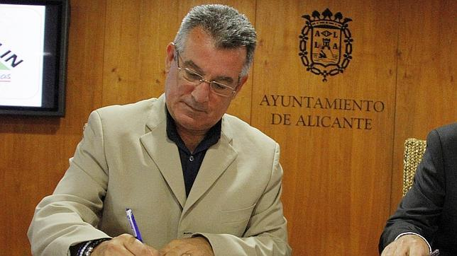 Un concejal de Alicante: «Hay familias que ahorran porque no se van de putas»