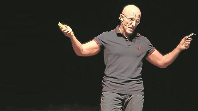 Sergio Canavero: «Ya tengo cincuenta personas dispuestas a trasplantar su cabeza a otro cuerpo»