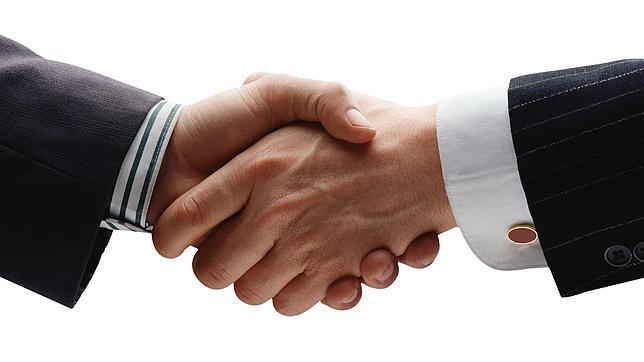 En un apretón de manos se transmiten señales químicas