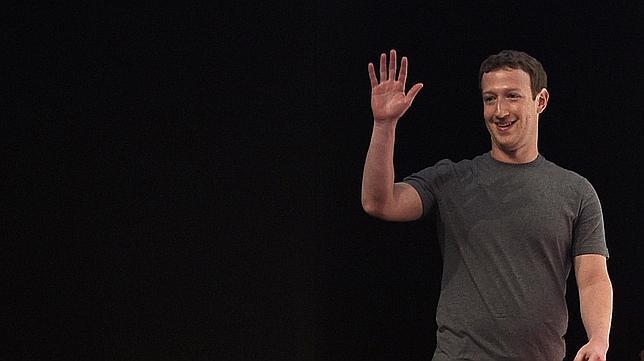 Zuckerberg durante la conferencia que realizó el primer día del MWC 2015