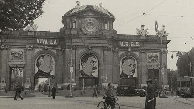Resultado de imagen para Stalin puerta de Alcalá