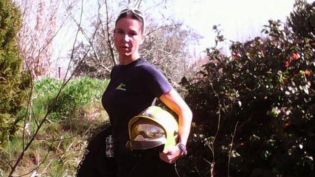 Mecánicas, árbitros de fútbol, bomberas... mujeres aún en minoría en su profesión