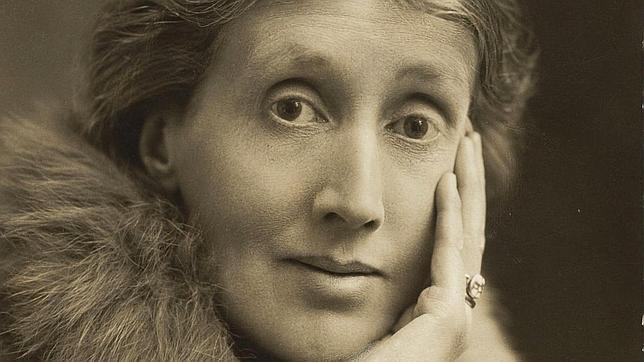 Virginia Woolf, a quien la periodista argentina Irene Chikiar dedica la biografía «La vida por escrito» (Taurus)