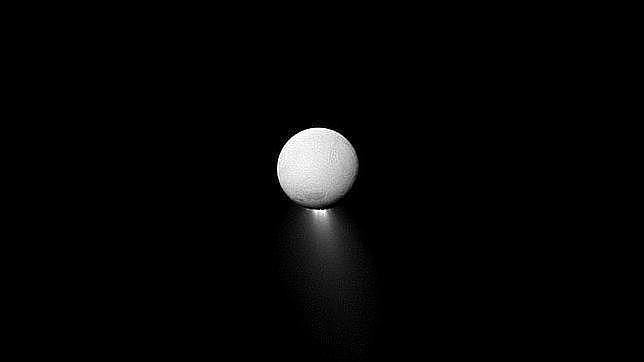 Confirman actividad hidrotermal en el fondo de los océanos de Encelado