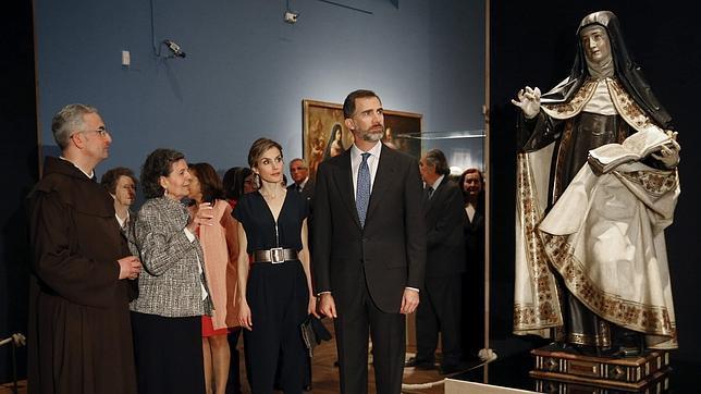 Doña Letizia vuelve a apostar por el «lowcost»: un mono de 49,99 euros