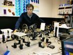 Un equipo español diseña minitelescopios para la degeneración macular