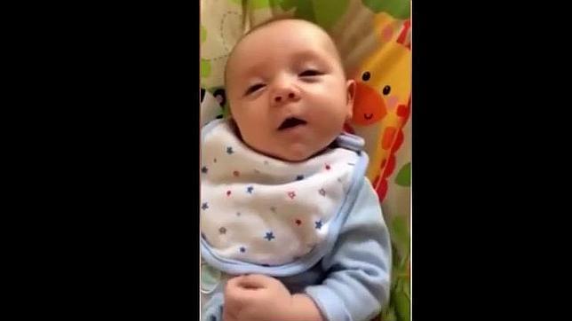 El increíble vídeo del bebé que dice «hola» con tan solo siete semanas de vida