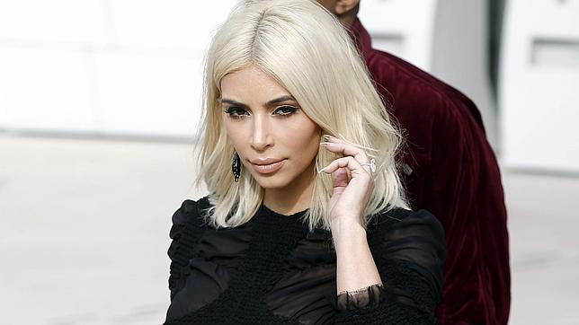 Durante la Semana de la Moda de París, Kim Karsahian sorprendió con su cambio de look