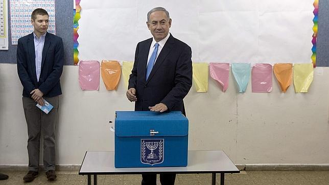 El hasta ahora primer ministro israelí ha votado en Jerusalén