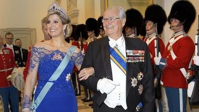 Máxima de Holanda «recicla» el vestido de su coronación