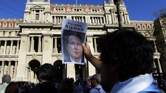 El Gobierno argentino convirtió en un «show» el piso donde murió Nisman