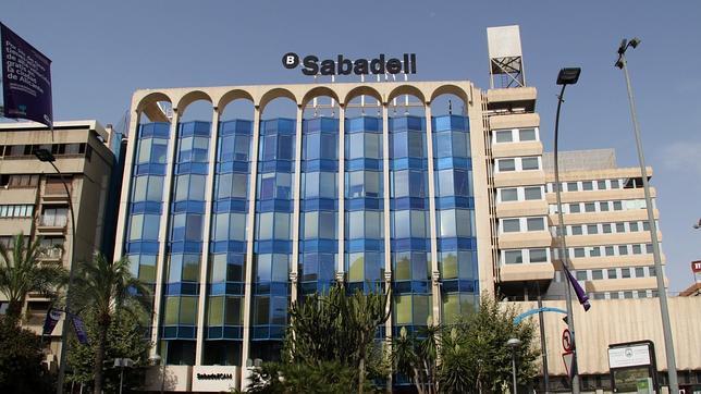 Banco sabadell amplia capital en millones para for Oficinas sabadell alicante