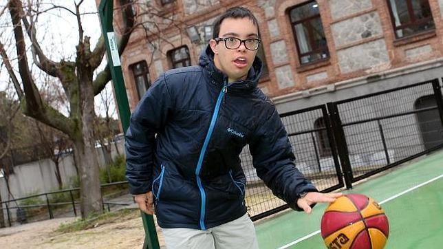 El joven, de 19 años de edad, ha hecho 64 kilómetros del anillo verde de Madrid en octubre
