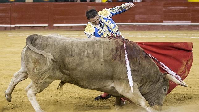 Enrique Ponce triunfa como torero y ganadero en el festival de Murcia