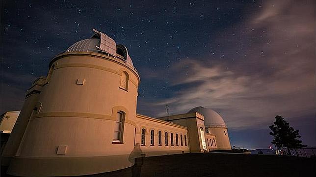 El observatorio Lick. La imagen fantasmal es la de la investigadora Shelley Wright