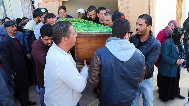 Entierro el domingo de Yassine al-Abidi, una de las víctimas del atentado del miércoles en la capital tunecina