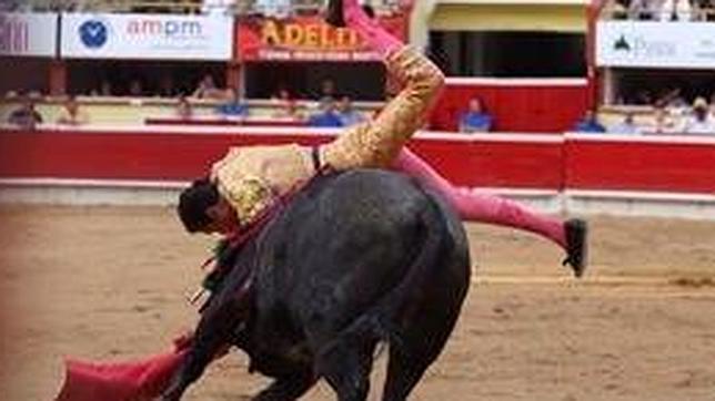 Espantosa cornada de tres trayectorias a Alejandro Amaya en Tijuana