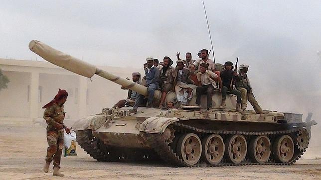 Arabia Saudí lanza una operación militar en Yemen y bombardea posiciones de los milicianos chiíes