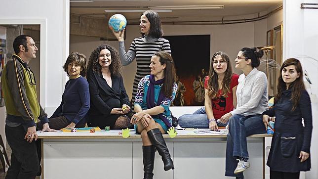 Jose Illana (izquierda) y el equipo de Quiero salvar el mundo haciendo marketing