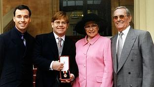 La madre de Elton John: �no hablamos desde hace 7 a�os�